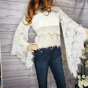 🍍 White lace shirt with belle sleeves